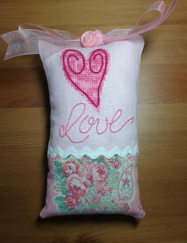 DMC Memory Thread Heart Pillow